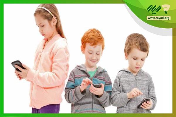 ضررهای بازی با موبایل برای کودکان-min
