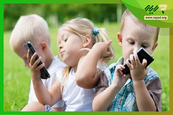 ضرر بازی با موبایل برای کودکان-min