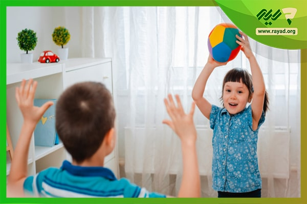 بازی با توپ گوچک در خانه